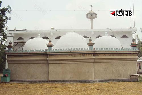 জামালপুর শাহী মসজিদ: দূরদূরান্তের মানুষ আসেন মান্নত পূরণে