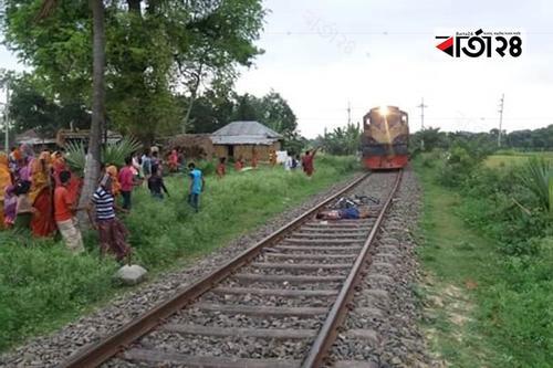 চাঁপাইনবাবগঞ্জে ট্রেনে কাটা পড়ে আদিবাসী যুবকের মৃত্যু