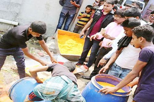 কুমিল্লায় নকল শরবতের পাউডার তৈরির কারখানায় র্যাবের অভিযান