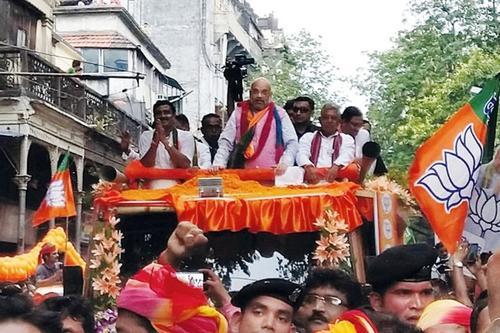 কলকাতায় অমিত শাহের রোড শো ঘিরে রণক্ষেত্র