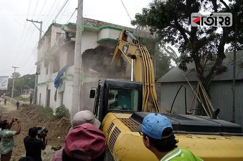 ঢাকা-টাঙ্গাইল মহাসড়কের অবৈধ স্থাপনা উচ্ছেদ