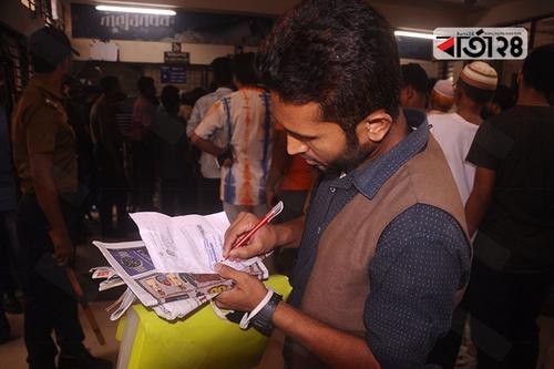 অনিয়ম রোধে অনলাইন নিবন্ধনে মিলছে রেল টিকিট