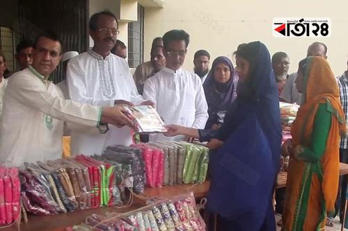 টুঙ্গিপাড়ার এতিম শিশুদের প্রধানমন্ত্রীর ঈদ উপহার