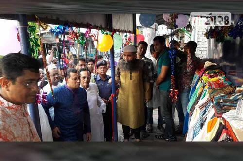 মংলায় দরিদ্রদের কল্যাণে পুলিশের মানবতার দেয়াল