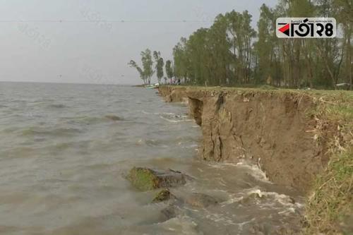 নদী ভাঙনে ছোট হয়ে আসছে মনপুরা