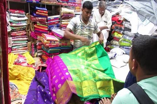 এবারও ভারতীয় পোশাকের চাহিদা বেশি ঝিনাইদহে