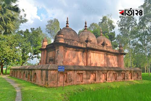 মুঘল স্থাপত্যের নিদর্শন 'মিঠাপুকুর বড় মসজিদ'