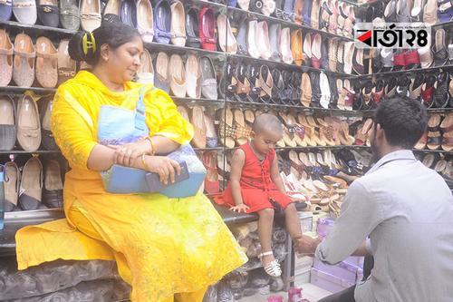 জমজমাট জুতার ঈদ বাজার, পছন্দের শীর্ষে স্লিপার