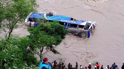 নেপালে বাস নদীতে পড়ে ১৭ জনের মৃত্যু