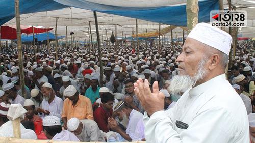 চারদিকে শোনা যায় 'আমিন, আল্লাহুম্মা আমিন' আওয়াজ