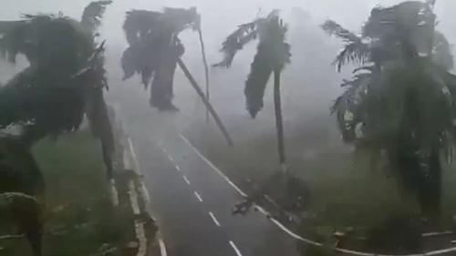 লণ্ডভণ্ড কলকাতা, রোববারও ভারী বৃষ্টিপাতের সম্ভাবনা