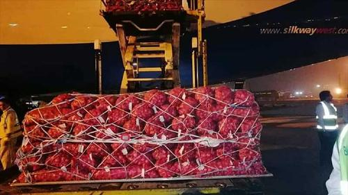 First consignment of onion by air arrives