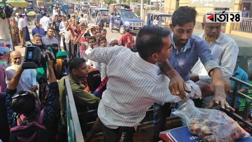 সারাদেশে ৪৫ টাকায় টিসিবির পেঁয়াজ বিক্রি জোরদার