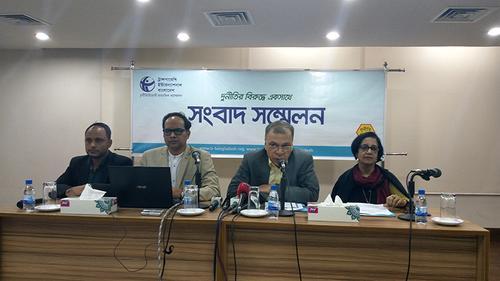 জলবায়ু ক্ষতি মোকাবিলায় ক্ষতিপূরণ পাচ্ছে না বাংলাদেশ: টিআইবি