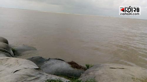 চাঁপাইনবাবগঞ্জে পদ্মা-মহানন্দার পানি বিপদসীমা ছুঁই ছুঁই