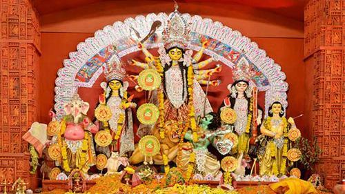 দুর্গাপূজা শুরু: মর্ত্যলোকে পদার্পণ দশভূজা দেবী দুর্গার