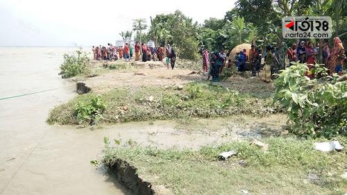 'সব কেড়ে নিয়েছে নদী, প্রধানমন্ত্রীকে একটু কও'