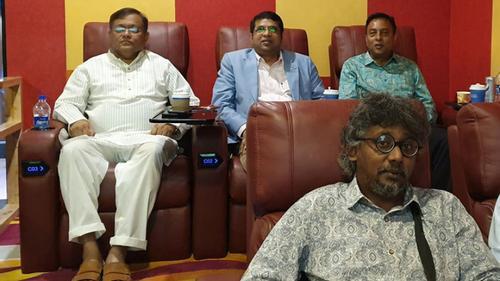 এবার 'সাপলুডু' দেখলেন তথ্যমন্ত্রী