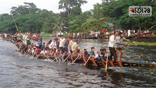 বিজয়া দশমীতে গোপালগঞ্জে ঐতিহ্যবাহী নৌকা বাইচ