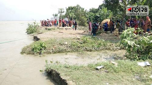 কর্মহীন হয়ে পড়েছেন নদী ভাঙনের শিকার মানুষ