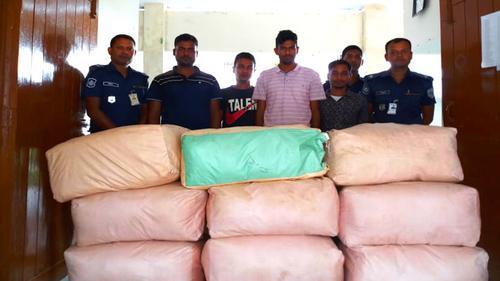 পাটগ্রামে ৫৭০ কেজি ভারতীয় চা-সহ ৪ চোরাচালানকারী আটক