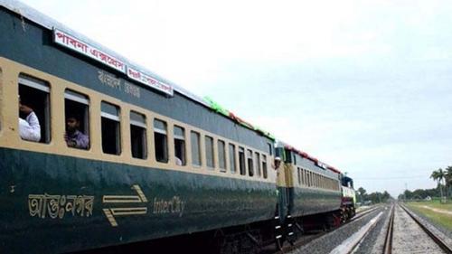 চালক ছাড়া ট্রেন চালানোর অপরাধে ৩ কর্মকর্তা বরখাস্ত