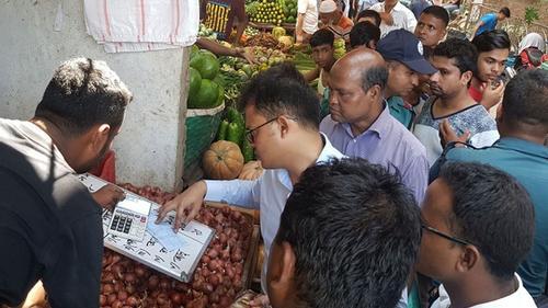 বেশি দামে পেঁয়াজ বিক্রি, চট্টগ্রামে ২ আড়তের জরিমানা