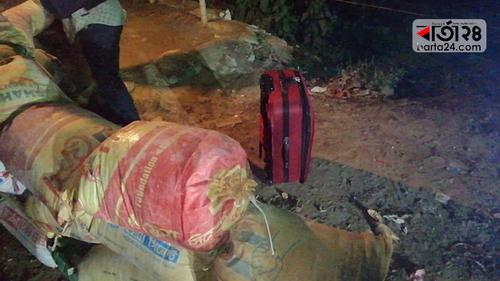 ময়মনসিংহে বোমা সন্দেহে লাগেজ ঘিরে রেখেছে পুলিশ-র্যাব