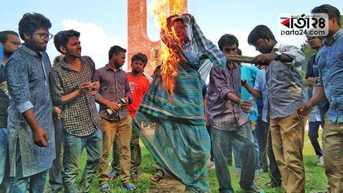 জাবিতে 'শাড়ি অবমাননা' বিতর্ক, কী বলছেন নারীবাদীরা!