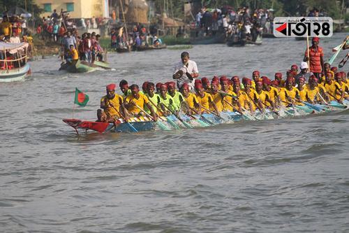 তিতাস নদীতে ঐতিহ্যবাহী নৌকাবাইচ প্রতিযোগিতা