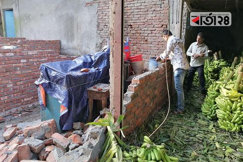 সরকারি জমিতে নির্মাণাধীন দোকানঘর ভেঙে দিল প্রশাসন