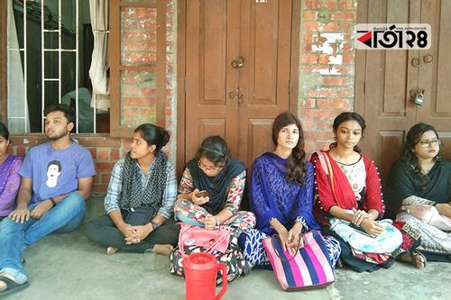 জাবির পরিবহন অফিসে তালা, অবরুদ্ধ কর্মকর্তারা