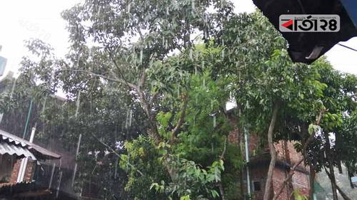তীব্র গরম: অবশেষে স্বস্তির বৃষ্টি ঠাকুরগাঁওয়ে