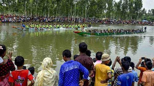 গাইবান্ধায় ঘাঘট নদে ঐতিহ্যবাহী নৌকা বাইচ