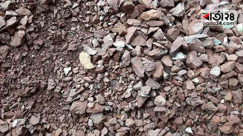 কোটি টাকার ভবন নির্মাণে নিম্নমানের ইট-সুরকি!