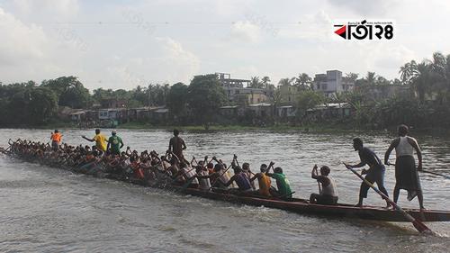 চিত্রা নদীতে ঐতিহ্যবাহী নৌকাবাইচ