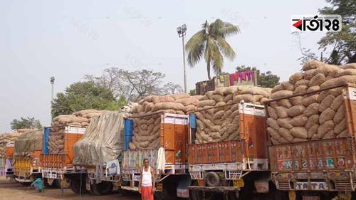 ভারতে পেঁয়াজের রফতানি মূল্য বৃদ্ধির প্রভাব বেনাপোল বন্দরে
