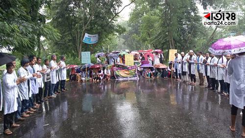 ঝিনাইদহ সরকারি ভেটেরিনারি কলেজ শিক্ষার্থীদের মহাসড়ক অবরোধ