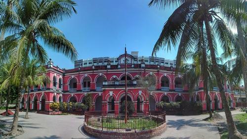 ফরিদপুর জেলা ও দায়রা জজ আদালতে চাকরি