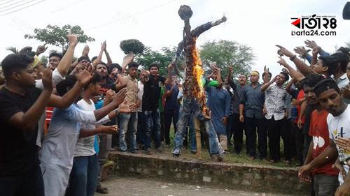 বশেমুরবিপ্রবিতে আন্দোলন অব্যাহত, ভিসির কুশপুতুল দাহ