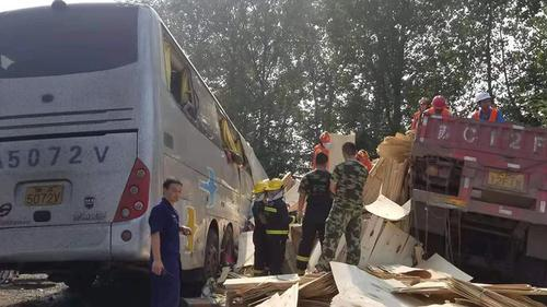 চীনে সড়ক দুর্ঘটনায় ৩৬ জন নিহত