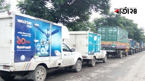 দৌলতদিয়ায় নদী পারাপারের অপেক্ষায় তিন শতাধিক যানবাহন
