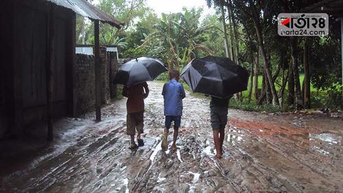 টানা বর্ষণে সাদুল্লাপুরে রাস্তার বেহাল দশা, দুর্ভোগে শিক্ষার্থীরা