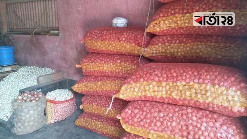 পটুয়াখালীতে এক দিনেই পেঁয়াজের দাম ৩৫ টাকা বৃদ্ধি