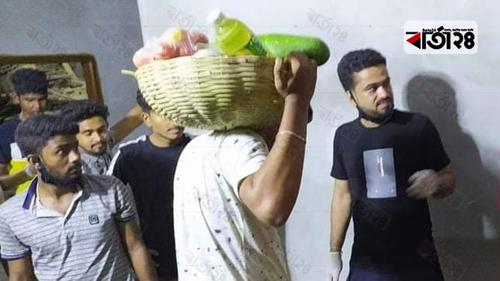 বেনাপোলে দিনমজুরদের খাদ্যসামগ্রী দিল ছাত্রলীগ