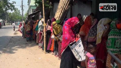 লালমনিরহাটে ১০ টাকার চাল বিক্রিতে বিশৃঙ্খলা