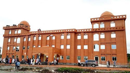 বরিশাল বিশ্ববিদ্যালয়ের দৃষ্টিনন্দন নতুন মসজিদে নামাজ শুরু