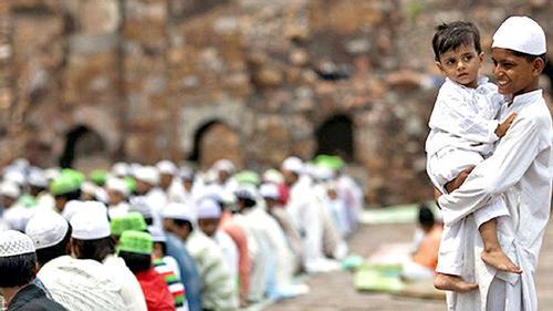 ধর্মে-কর্মে কেন পিছিয়ে মুসলিম ঘরের সন্তানরা