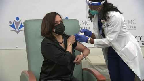 Kamala Harris vaccinated next to Joe Biden
