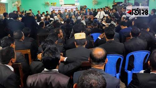 পটুয়াখালীতে আইনজীবীদের আদালত বর্জন করে বিক্ষোভ